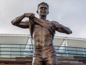 Nicky Winmar statue, 500x380