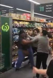 Supermarket fight, 600x875